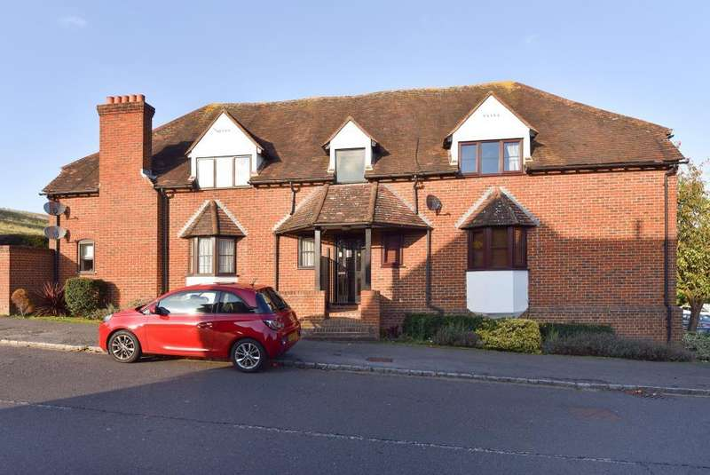 2 Bedrooms Flat for sale in Wooburn Green, Buckinghamshire, HP10