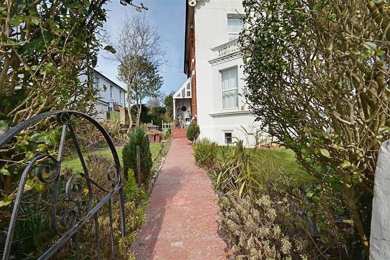 2 Bedrooms Flat for sale in De La Warr Road, Bexhill-On-Sea