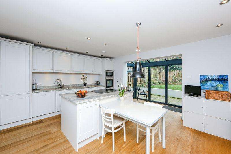 4 Bedrooms Detached House for rent in Bell Meadows, London