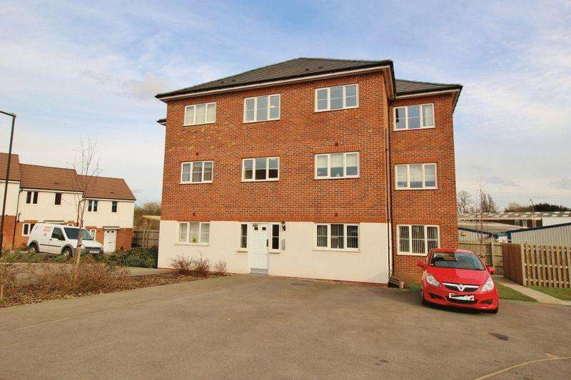2 Bedrooms Apartment Flat for sale in Lakelot Close, Willenhall