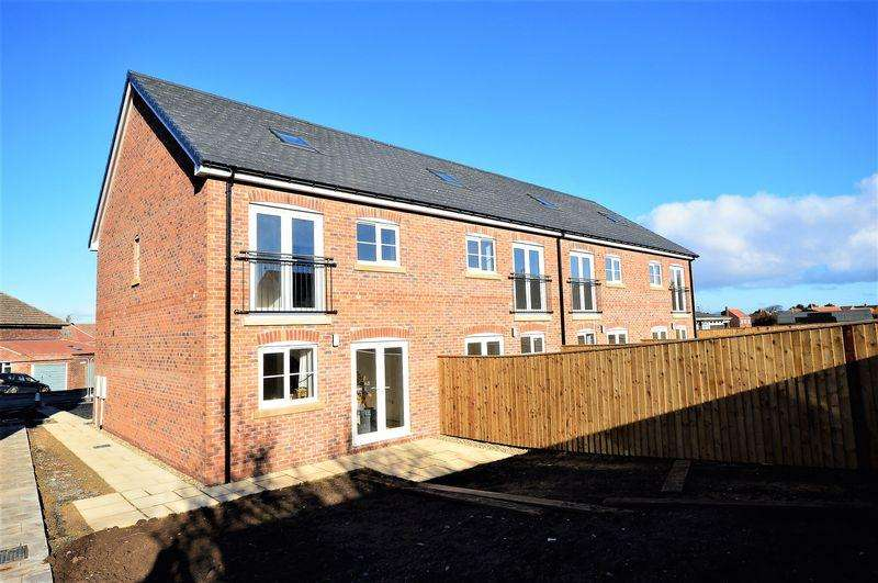 3 Bedrooms Town House for sale in Highfield Road, Whitby