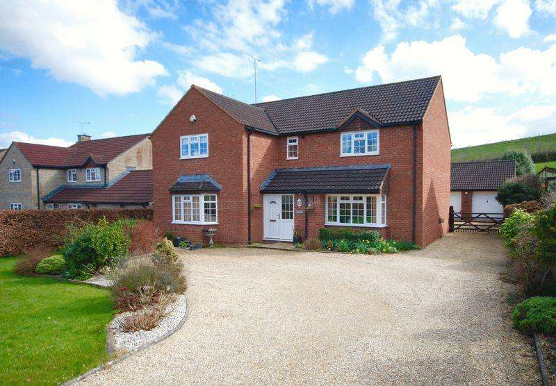 5 Bedrooms Detached House for sale in Cole Road, Bruton