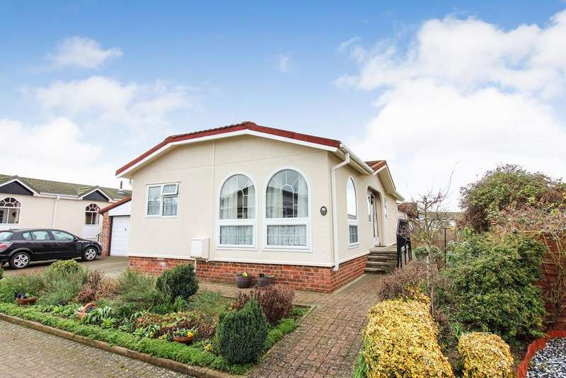 2 Bedrooms Park Home Mobile Home for sale in Clifton Park, New Road, Clifton, SG17