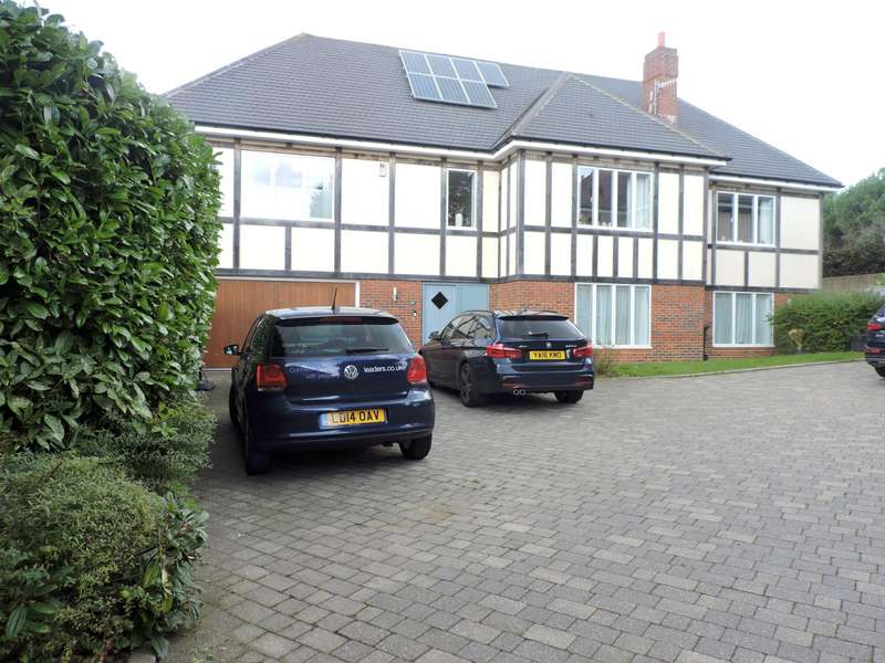 6 Bedrooms Detached House for rent in Hill Brow, Hove