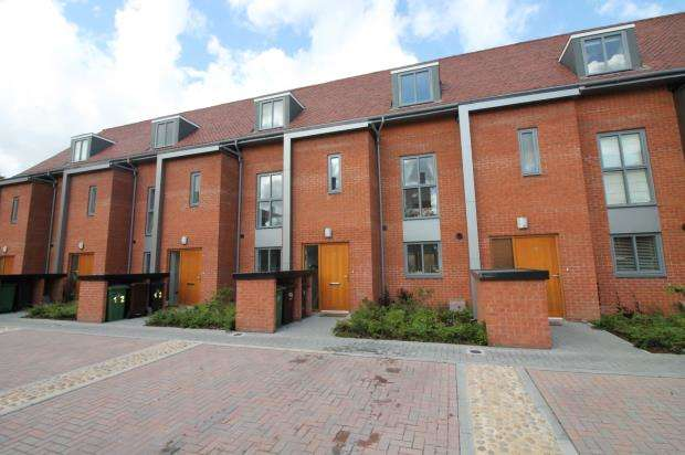 4 Bedrooms Terraced House for sale in Frimley, Camberley, Surrey