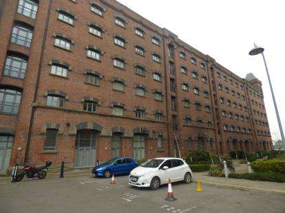 2 Bedrooms Flat for sale in East Float Quay, Dock Road, Wallasey, CH41