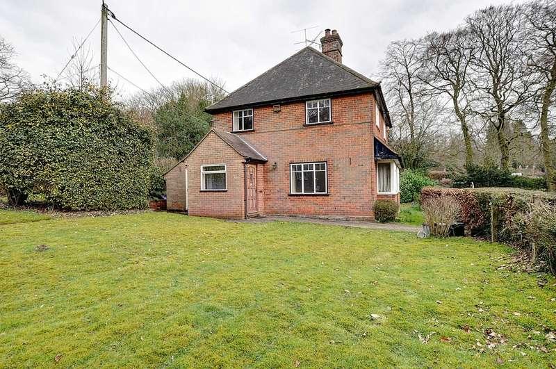 3 Bedrooms Detached House for sale in Fingest Lane, Bolter End