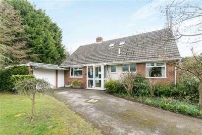 4 Bedrooms Chalet House for rent in Oak Grange Road, West Clandon, GU4