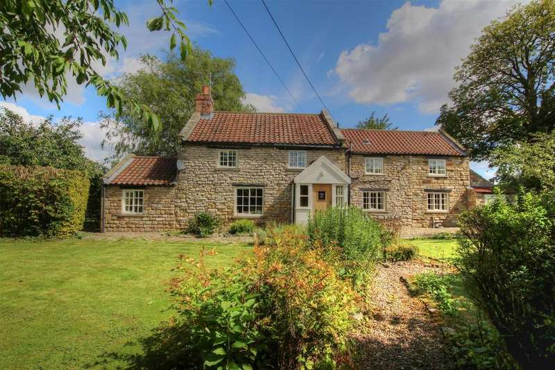 3 Bedrooms Cottage House for sale in Willow Cottage, Main Street, Sinnington, Y062 6SQ