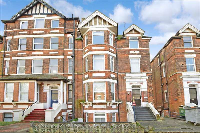 2 Bedrooms Ground Flat for sale in Earls Avenue, Folkestone, Kent