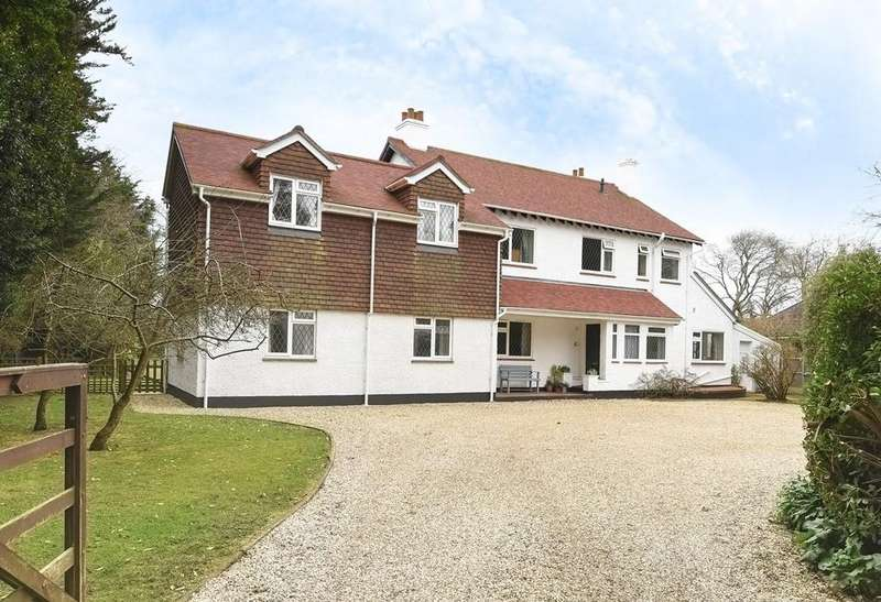 5 Bedrooms Detached House for sale in Cypress Way, Aldwick, Bognor Regis, PO21