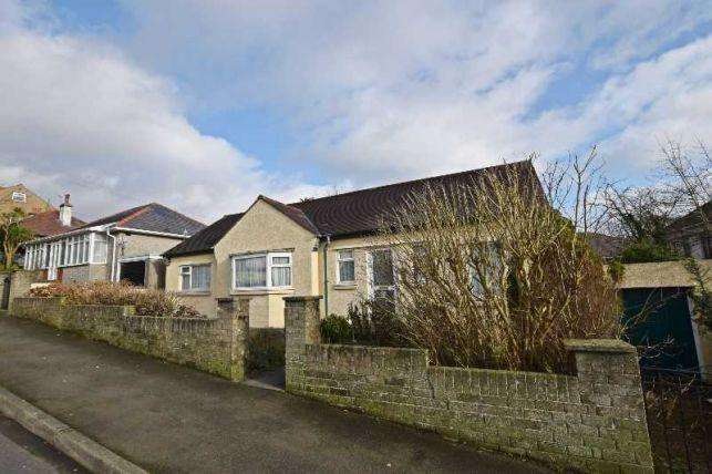 2 Bedrooms Bungalow for sale in Royal Avenue, Onchan, IM3 1LJ