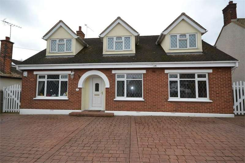 4 Bedrooms Chalet House for sale in Woolifers Avenue, Corringham, Stanford-le-Hope, SS17