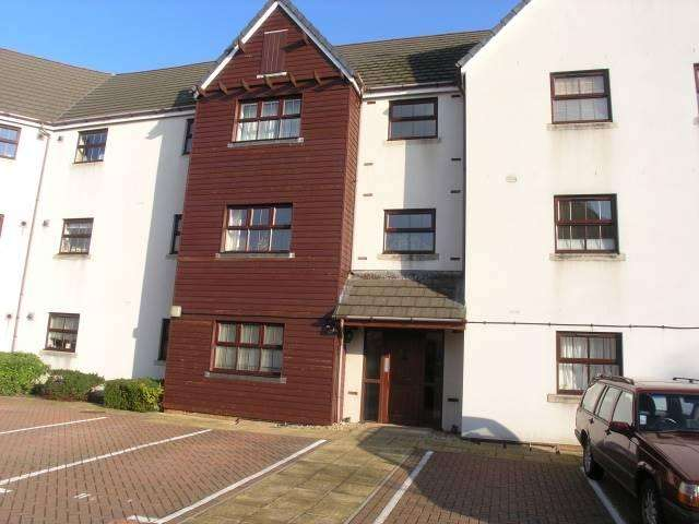 3 Bedrooms Flat for sale in Antigua Close, Eastbourne BN23