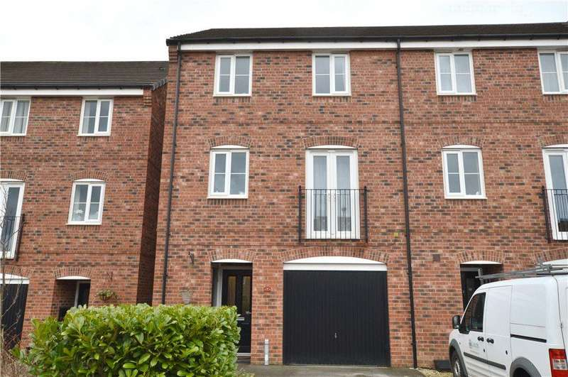 3 Bedrooms Terraced House for sale in Hutton Close, Thornbury, Bradford, West Yorkshire