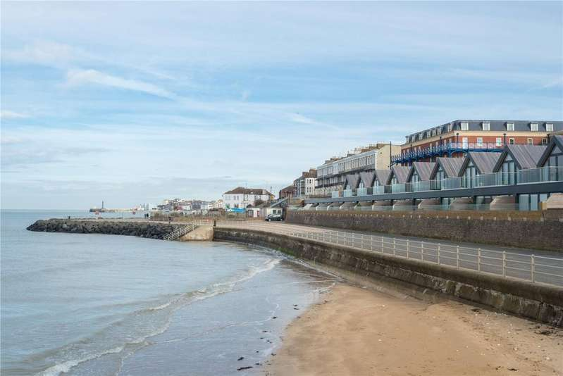 2 Bedrooms Terraced House for sale in Sea Bathing Terrace, Margate, Kent