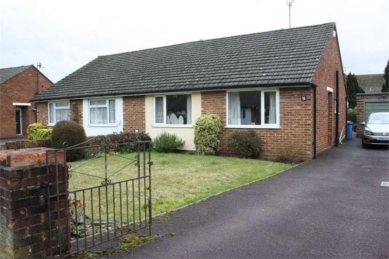2 Bedrooms Semi Detached Bungalow for sale in Field Way, Aldershot, Hampshire