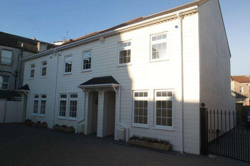 3 Bedrooms Terraced House for rent in Marine Parade, Southend-On-Sea