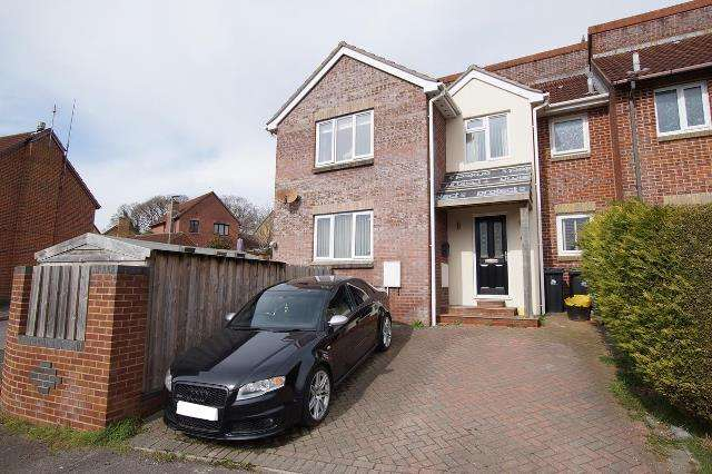 2 Bedrooms Terraced House for sale in Jubilee Way, Blandford Forum
