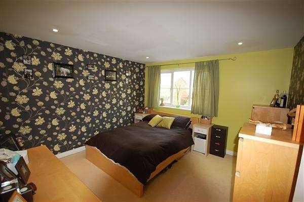 3 Bedrooms Apartment Flat for rent in Garner Court, Tilbury
