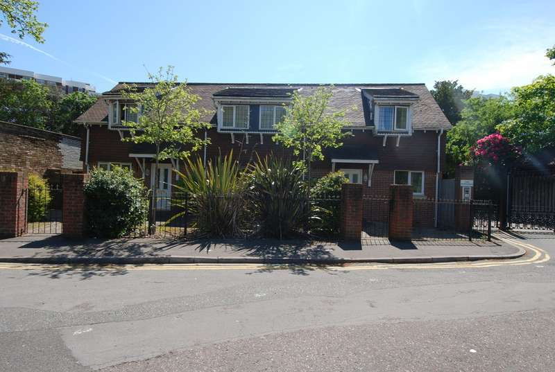 2 Bedrooms Apartment Flat for sale in Grove Road, Bournemouth BH1