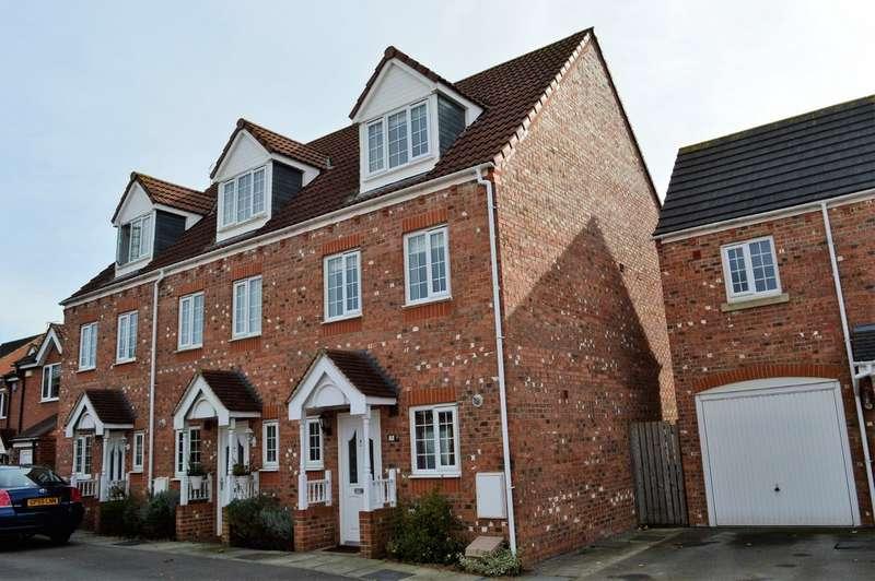 3 Bedrooms Property for rent in Mallard Close, Osbaldwick, York YO10