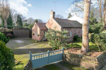 2 Bedrooms Cottage House for sale in Church Lane, Eastham Village, Eastham, Wirral, CH62