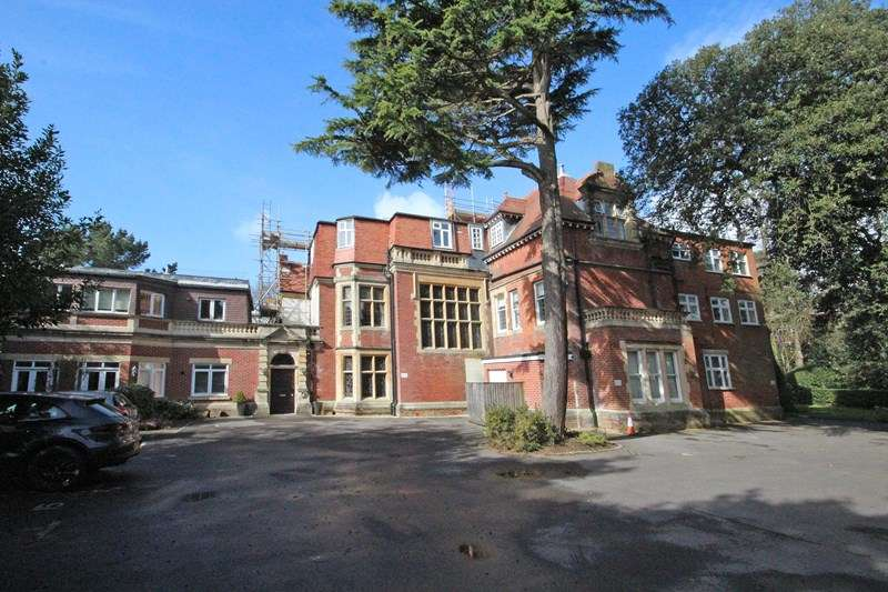 2 Bedrooms Flat for sale in Derby Road, Bournemouth