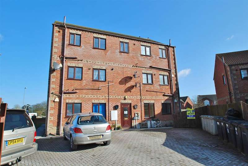 4 Bedrooms Apartment Flat for sale in Keaton Close, Skegness