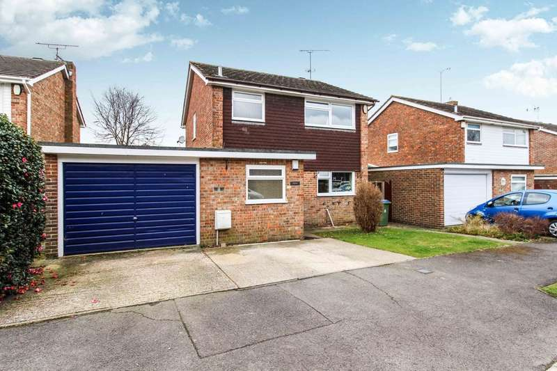 3 Bedrooms Detached House for sale in Charmans Close, Horsham