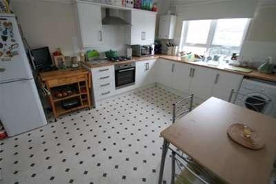 2 Bedrooms Flat for rent in Long Lane, Bexleyheath, DA7