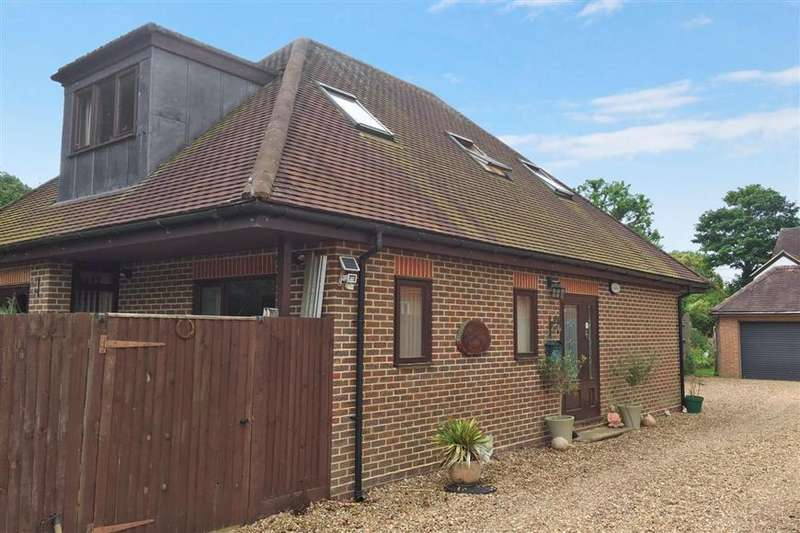 3 Bedrooms Bungalow for sale in Underhill Road, Newdigate, Dorking, Surrey