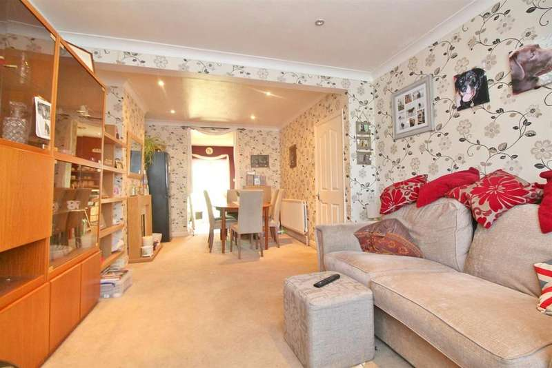 3 Bedrooms Terraced House for sale in Connaught Avenue, Enfield
