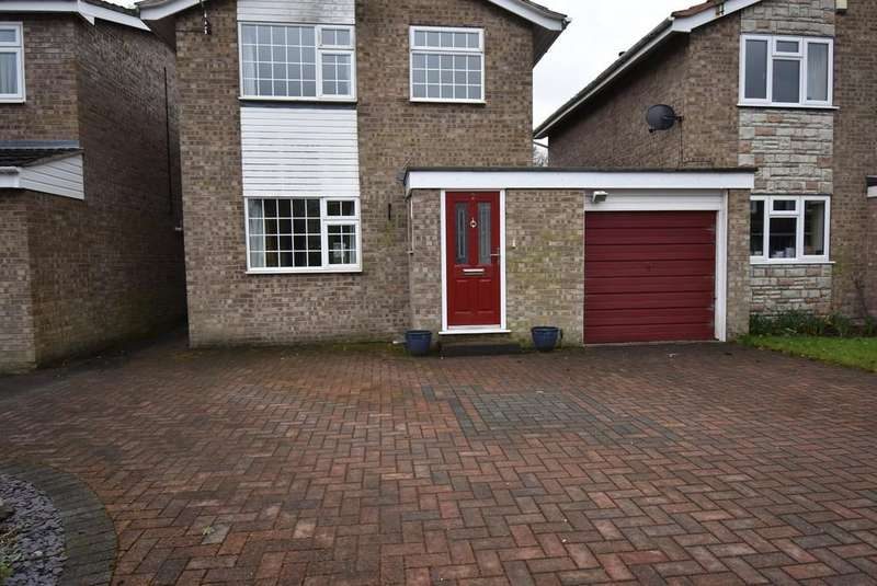3 Bedrooms Link Detached House for rent in Weaver Close, Alsager, Cheshire