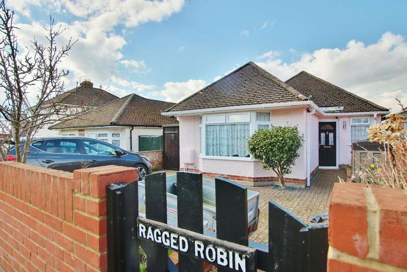 3 Bedrooms Detached Bungalow for sale in Lordswood, Southampton
