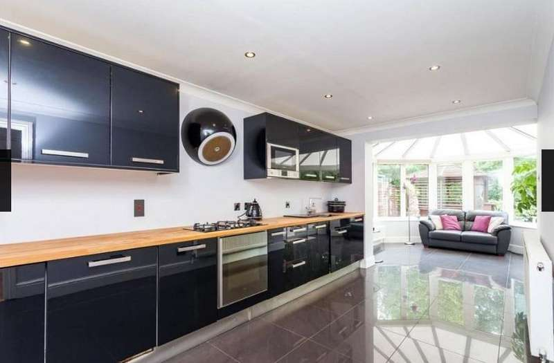 4 Bedrooms Detached House for rent in Thompsons Close, Cheshunt, Waltham Cross