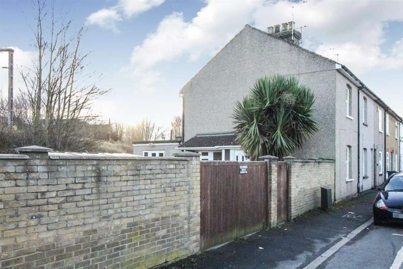3 Bedrooms End Of Terrace House for sale in Cecil Road, Cheshunt, Herts, EN8