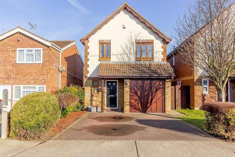 3 Bedrooms Detached House for sale in Eversley Road, Benfleet