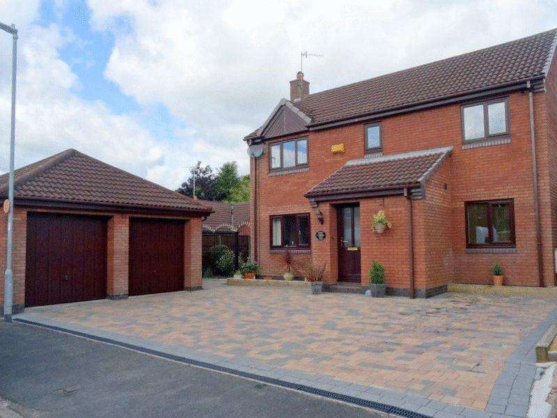 4 Bedrooms Detached House for sale in Burrington Drive, Trentham