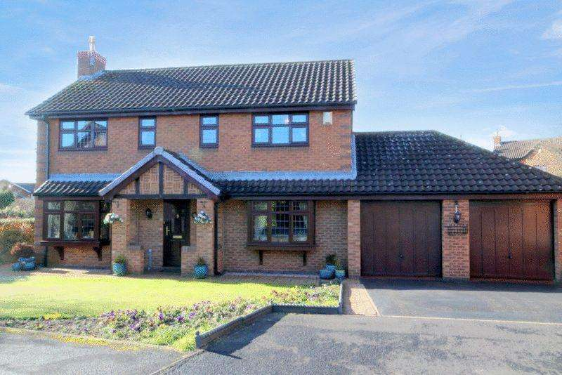 4 Bedrooms Detached House for sale in Farrier Close, Stone