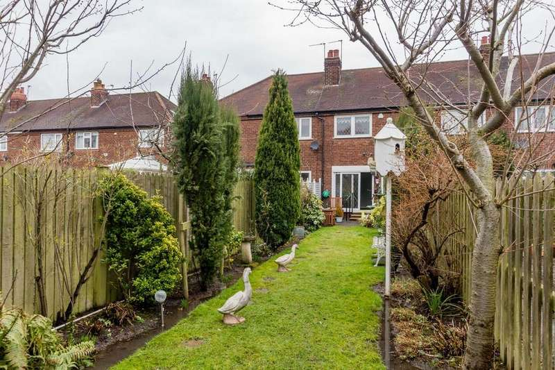 2 Bedrooms Terraced House for sale in Moor Grove, Dringhouses, YORK