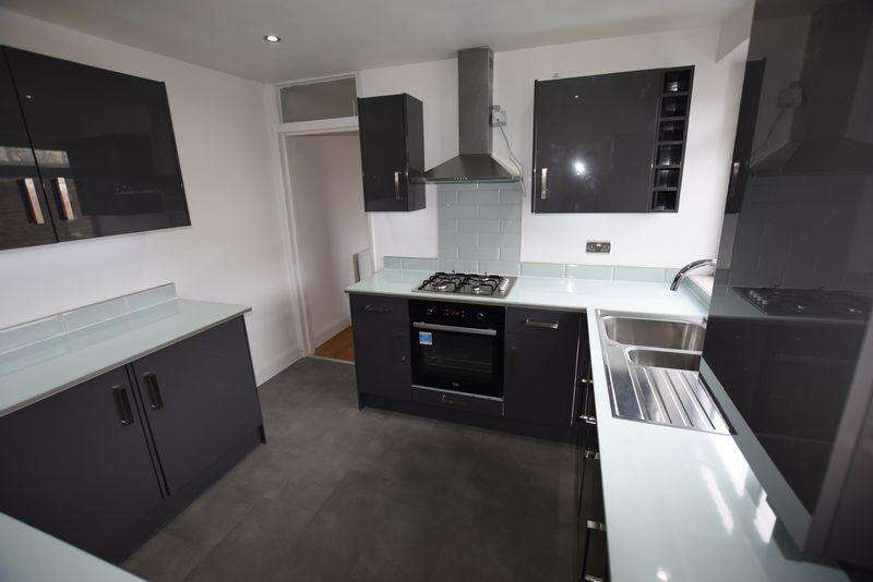 2 Bedrooms Apartment Flat for sale in Eglinton Road, Plumstead