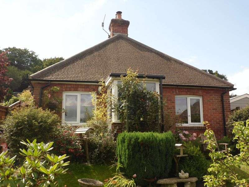 2 Bedrooms Property for sale in Camelsdale Road, Haslemere