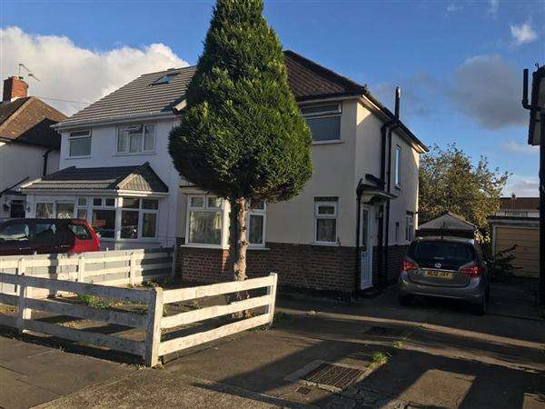 3 Bedrooms Semi Detached House for sale in Lincoln Road, Hanworth
