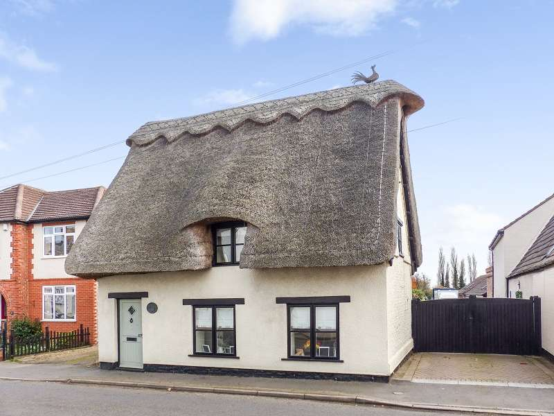 3 Bedrooms Cottage House for sale in Main Street, Yaxley, Cambridgeshire. PE7 3LD