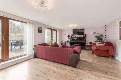 4 Bedrooms Terraced House for sale in Lochburn Gardens, Maryhill