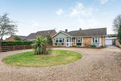 3 Bedrooms Bungalow for sale in New Costessey, Norwich, Norfolk