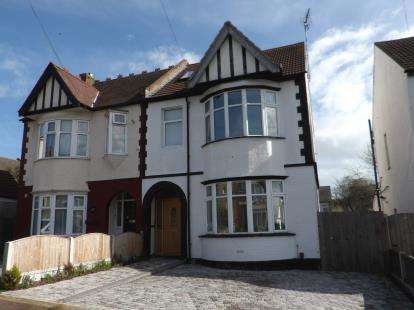 4 Bedrooms Semi Detached House for sale in Southend-On-Sea, Essex, .