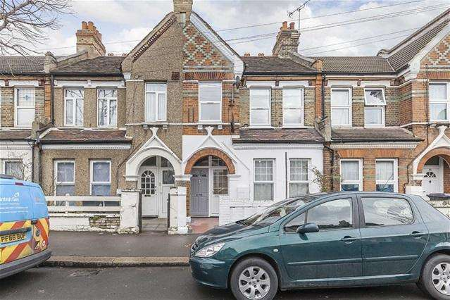 2 Bedrooms Flat for sale in Devonshire Road, Walthamstow