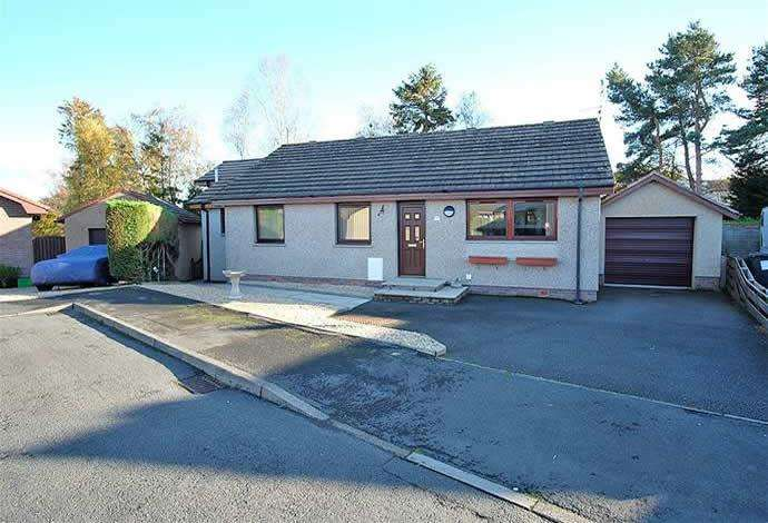 4 Bedrooms Bungalow for sale in 27 Brownsmuir Park, Lauder, TD2 6QD